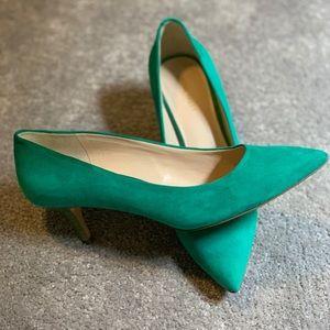 EUC Nine West beautiful green pumps, kitten heel